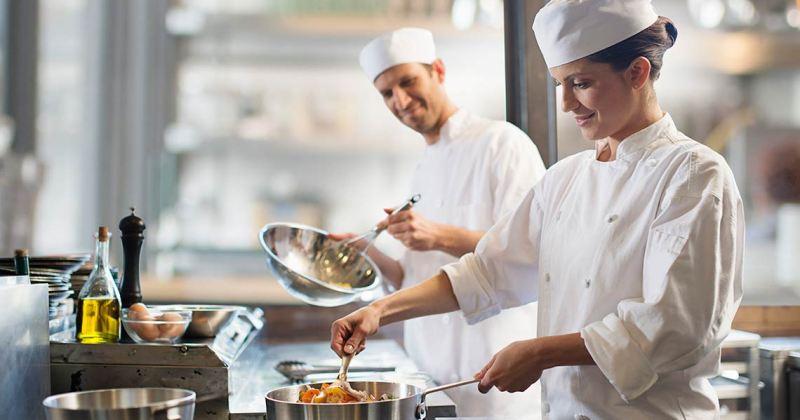 https://www.himalayangorkhaservices.com/wp-content/uploads/2020/06/cook.jpg